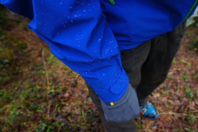 Blue marmot light jacket and hand gloves