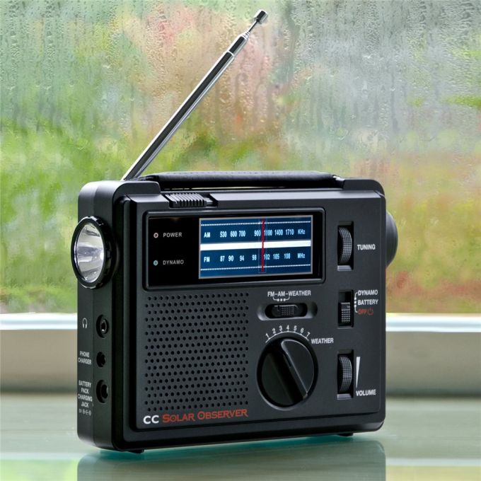Emergency radio with antenna