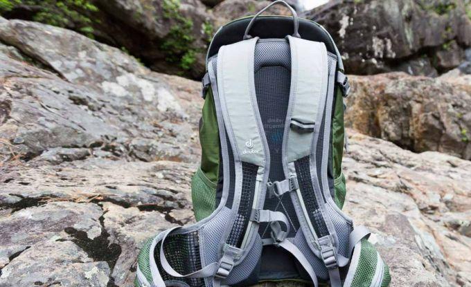 Hiking backpack ventilation