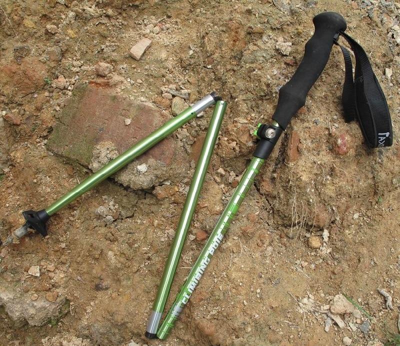 Folding hiking poles