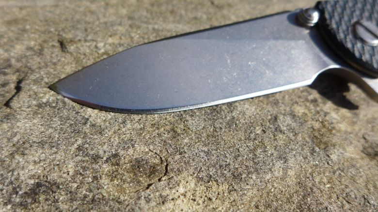 Survival stone knife sharpening