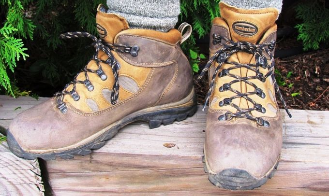 A man hiking in a pair of hiking boots