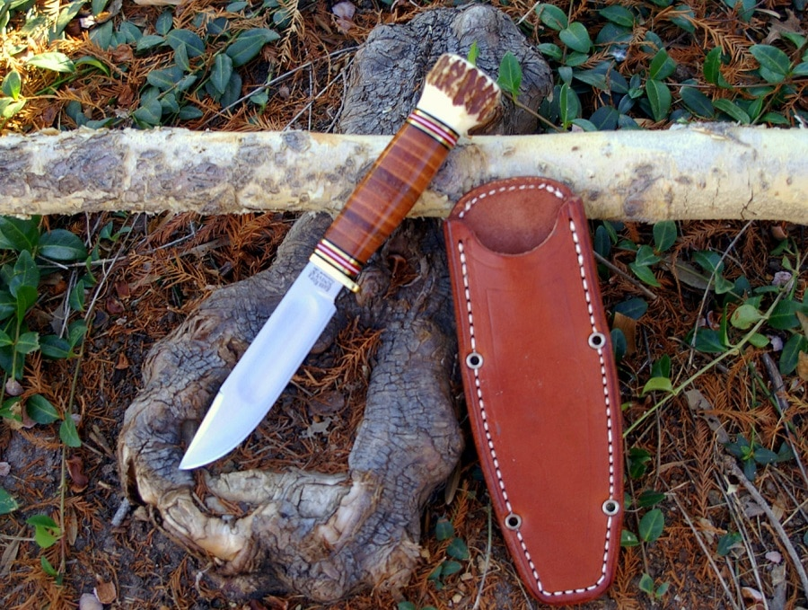 Fixed blade for camping