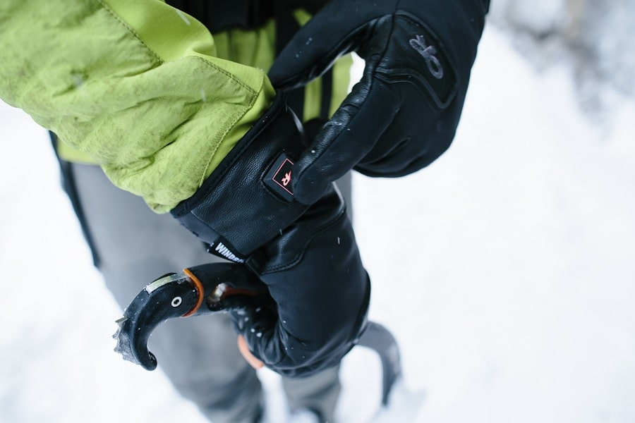 Heated ice climbing gloves