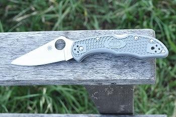 Spyderco Delica4 Lightweight Flat Ground Plain Edge Knife