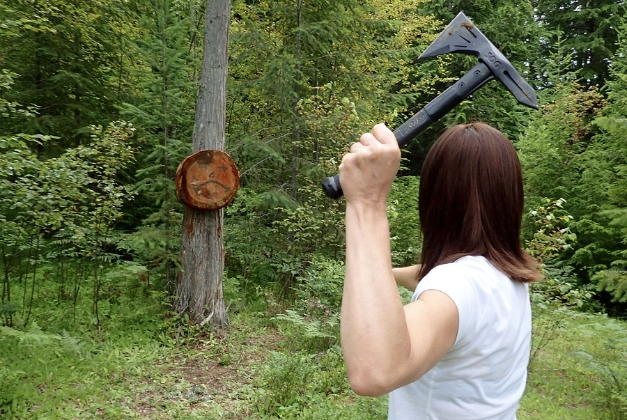 Tomahawk throwing stance and grip