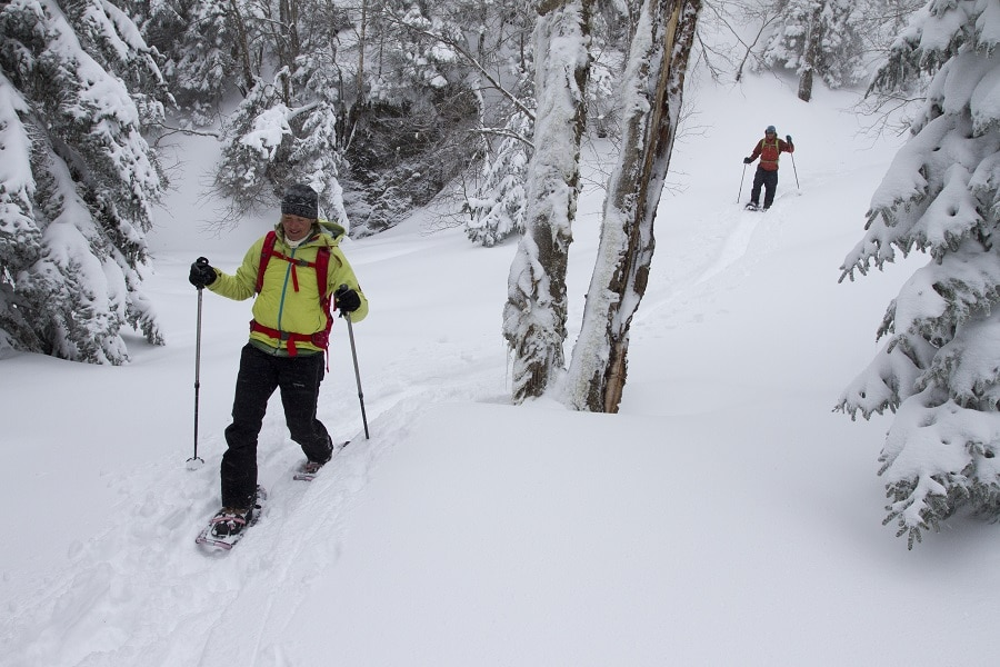 Using snowshoes