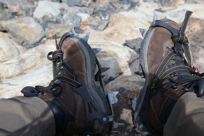 Crampons_for_walking_on_the_glacier