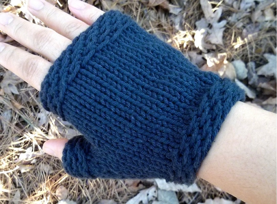 Fingerless Gloves features