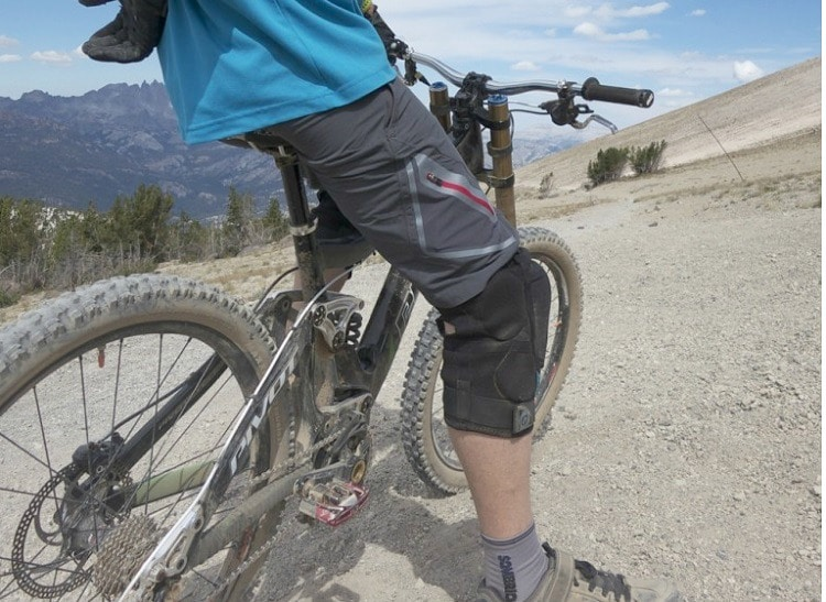 Mountain bike shorts features