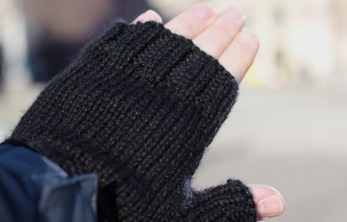 black knighted fingerless gloves