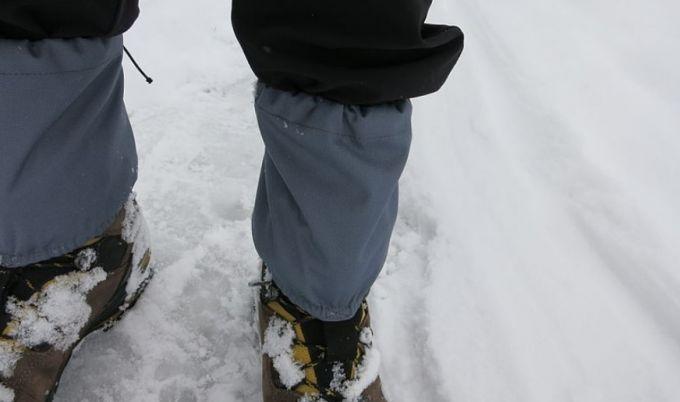 gaiters on snow
