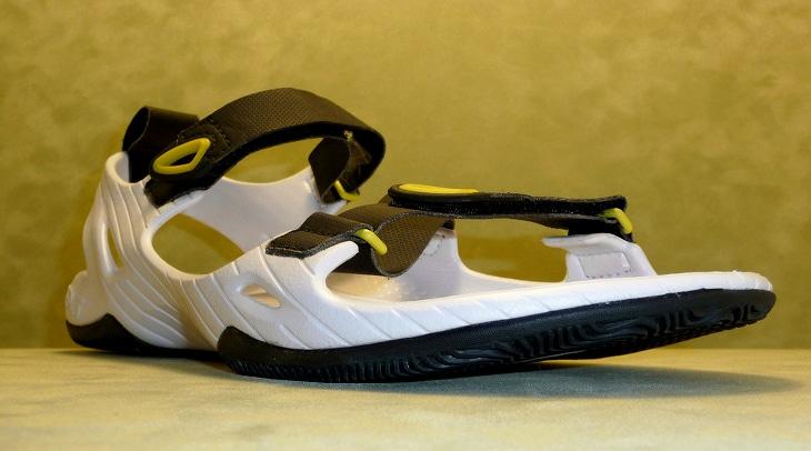 Chose white running sandal