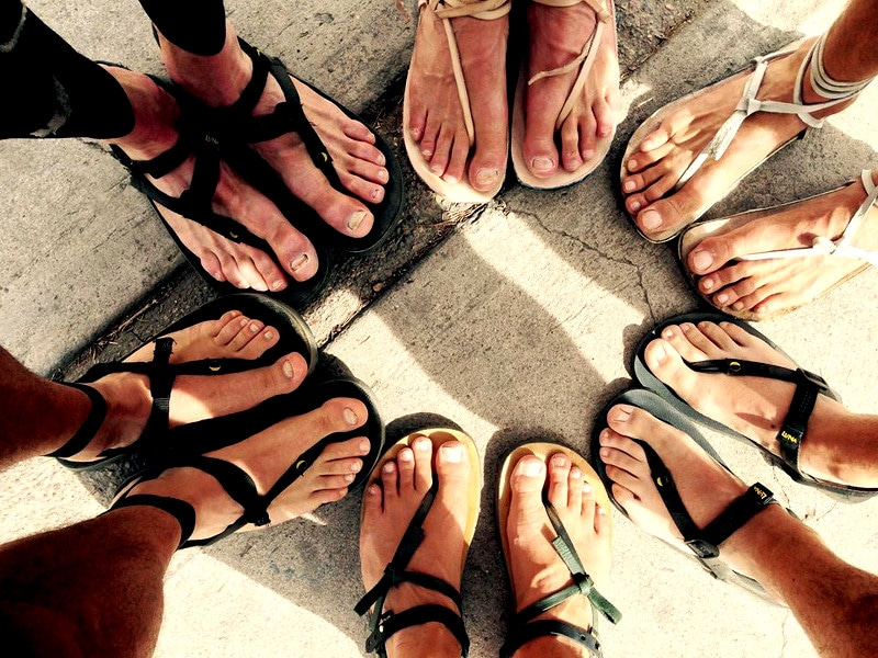 Circle of running sandals