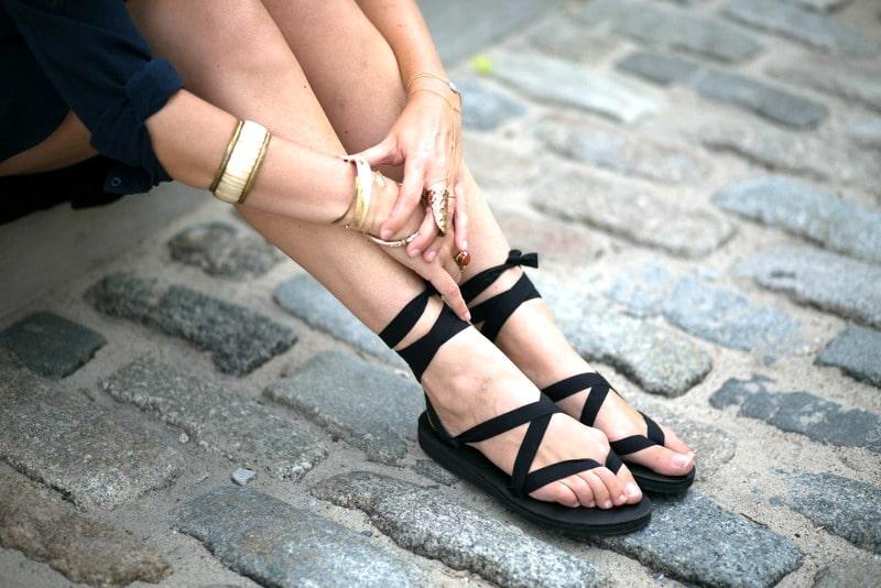 Light travel sandals