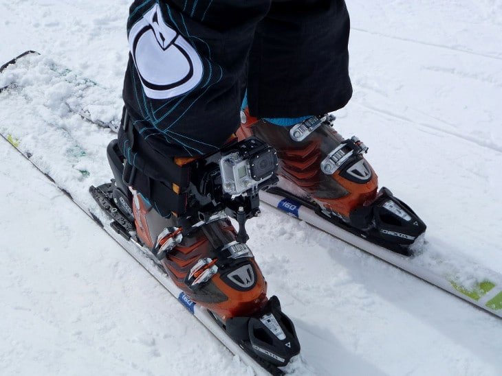 Flexing ski boots muscle