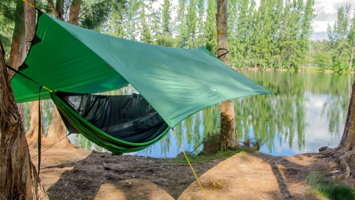 Hanging tarp tent