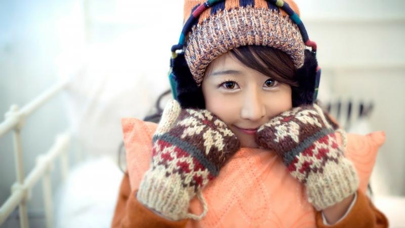 Knitted winter gloves for women
