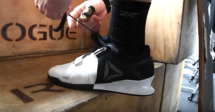 Tying lace of lifting shoes