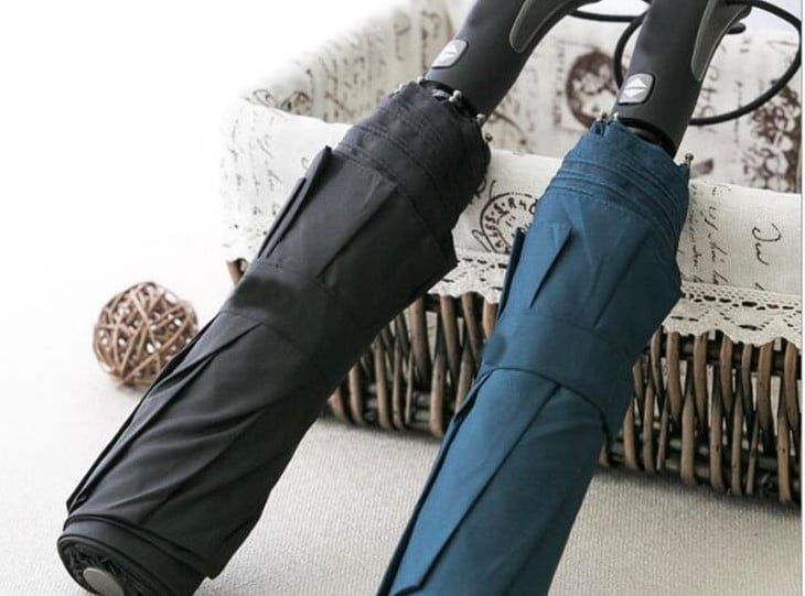 Folded windproof umbrellas