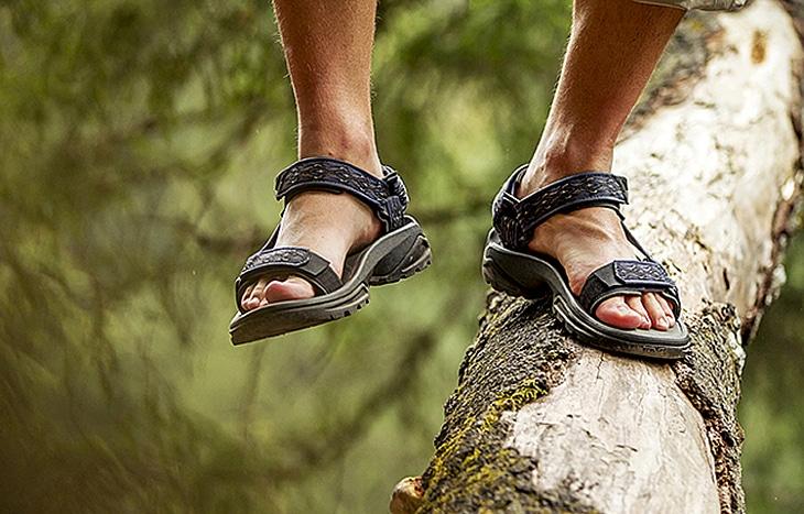 Walking sandal for men