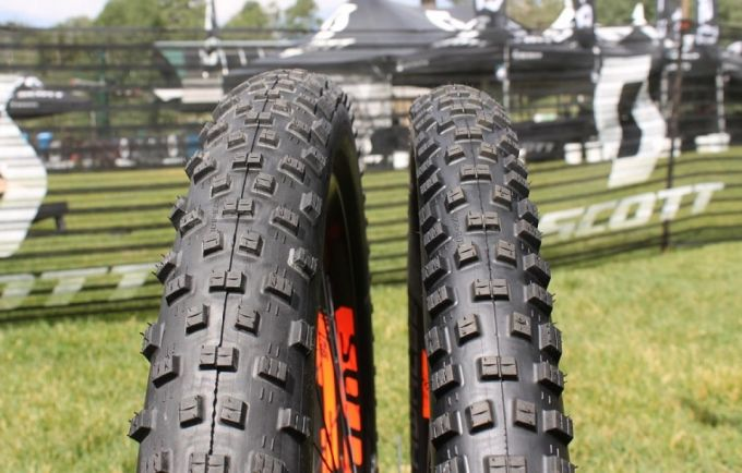 different width tires