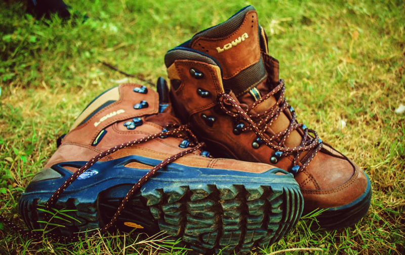 lowa hiking shoes