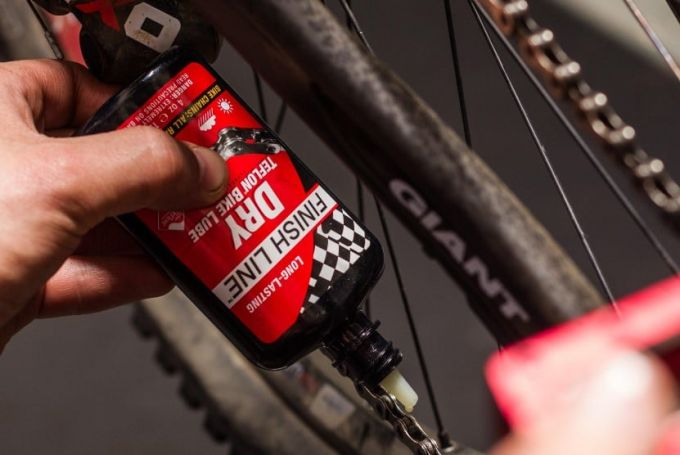 chain lube on bike chain