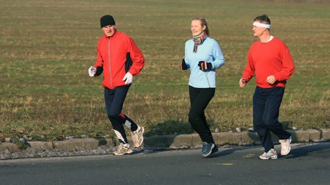 running with cold weather clothing