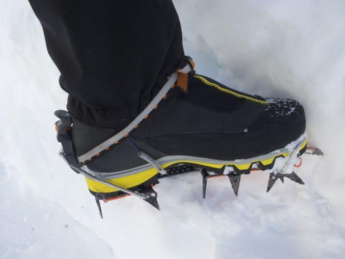 super gaiter boot on snow