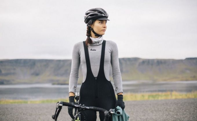 wearing base layer while cycling