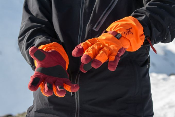 A man wearing a pair of winter gloves