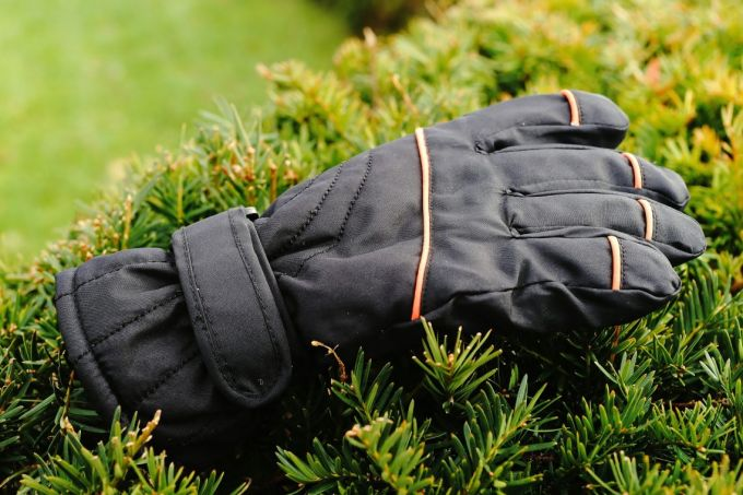 Image presenting a winter waterproof glove