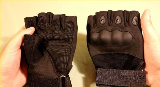 tactical gloves with knocker cover